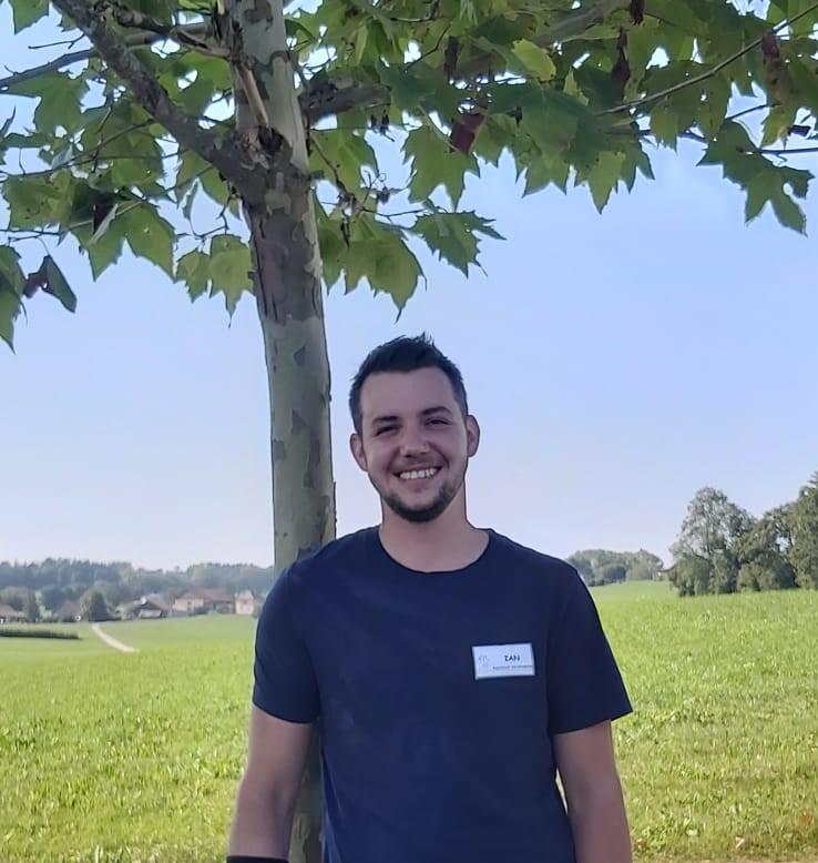 Ian MIVROZ - assistant en médecine vétérinaire (AMV)